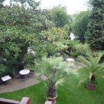 Le jardin-restaurant, vue de la chambre au 1er étage