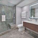 King Suite Washroom