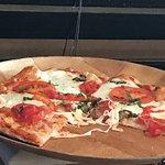 Foto de Britt's Coal Fire Pizza