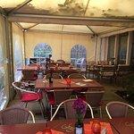 Außen und Drinnenbereich für Hochzeitsfeier mit 65 Personen super geeignet