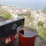 Çay sigara eşliğinde Trabzon ve deniz manzarası