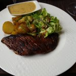 Bavette sauce aux poivres roses (steak with red peppercorn sauce)