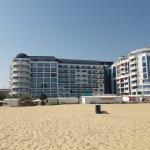 Photo de Chaika Beach Hotel