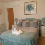 lovely spacious light airey en suite double bedroom- apartment 4