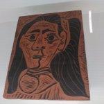 Jacqueline-Mujer de cabellos flojos. placa de Arcilla de Vallauris