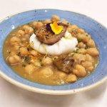 Garbanzos, boletus, foie y huevo escalfado