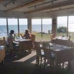 Restaurangen erbjuder fantastisk mat och fantastisk utsikt.