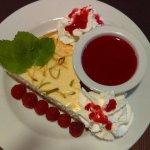Cheesecake au citron avec zestes & coulis de Framboise