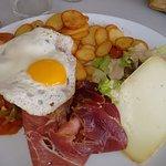 Assiette complète avec jambon (9.00)