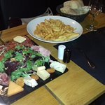 Planche charcuterie fromages