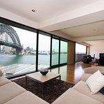 3 Bedroom Luxury Harbour and Park View Apartment.