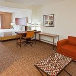 Photo of La Quinta Inn & Suites Bannockburn-Deerfield
