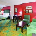 Foto de La Quinta Inn & Suites Milwaukee Bayshore Area