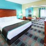 Photo of La Quinta Inn & Suites Houston Hobby Airport