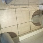 more cracked tiles & filthy grouting