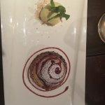 Tartelletta alla pesca arrostita, riduzione di vino rosso e gelato alla crema