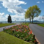 De fondo, el Lago de Rotorua