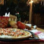 Masa Madre Pizzería. Pizzas, Calzones y Pastas. En una atmósfera que te hará sentir en casa.