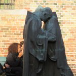 Sint-Janshospitaal, Bronze monks