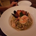 spaghetti con camarones y calamares