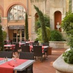 Summer restaurant Grand Patio du Plaza - Inner court