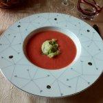 Velouté de tomate coeur de boeuf, sorbet basilic.
