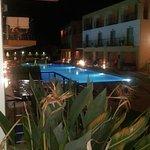 Foto van Sunrise Village Hotel
