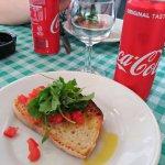 bruschetta de tomate y rúcula