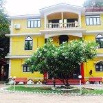 La Casa Siolim, Goa. A budget hotel having 22 rooms, bar, restaurant and swimming pool, free wif