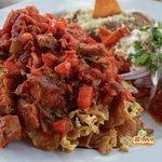 chilaquiles rojos con chicharrón, comida mexicana, mexican food, puerto vallarta, restaurant caf