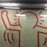 Bout du Keith Haring 2° étage ascenseur fond transparent