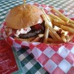 Jalepeno-pimento cheeseburger w/bacon