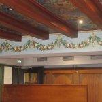 le beau restaurant joliment décorfé