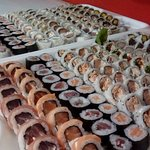 bandeija de sushis tradicionais