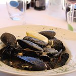 Mussels in Garlic Parsley Broth