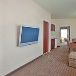 Photo of Holiday Inn Express and Suites Independence