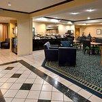 Photo de SpringHill Suites Savannah Midtown