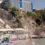 Playa privada. Vista del hotel