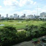 vue du Saint Régis sur le golf en plein centre de Bangkok