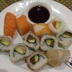 Buffet à volonté avec un très grand choix de sushis, News, samoussa, poulet, crevette, raviolis