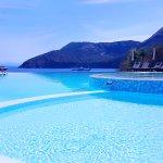 Un hôtel juste parfait ! Avec un cadre et une vue paradisiaque et aussi un personnel ainsi que d