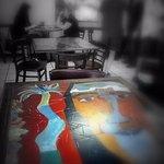 Pinturas en cada mesa