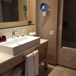 Room 726 bathroom