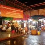Photo de Sunday Night Market Walking Street - Tha Pae Gate