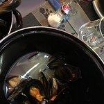 Moules marinières à l'eau de vaisselle!  Service déplorable, en prime la serveuse n'accepte pas