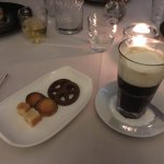 Irisch Coffee met friandises
