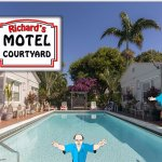 Richard's Motel Courtyard