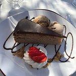 Gâteau à la châtaigne accompagné de glaces artisanales... Un délice !