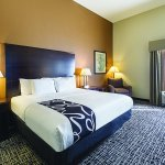 Photo de La Quinta Inn & Suites San Antonio The Dominion