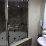 Main bathroom (Room 205)